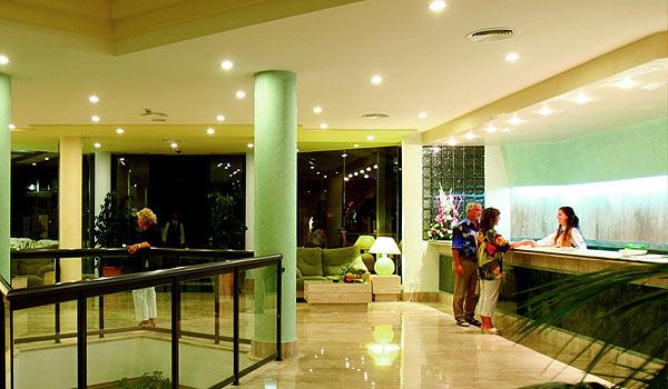 600x350-Cala-Milor-Garden-hotel-balie