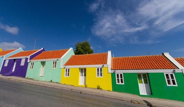 600x350-Curacao-schuinestraat