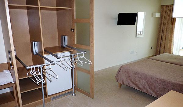 600x350_Mallorca_Hotel-Ponent-de-Mar-Palma-Nova-Slaapkamert-Kast-1